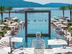Tròn mắt trước những bể bơi ấn tượng và lạ lùng nhất thế giới