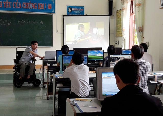 Nghị lực của chàng trai Việt ngồi xe lăn làm việc cho công ty Singapore-2