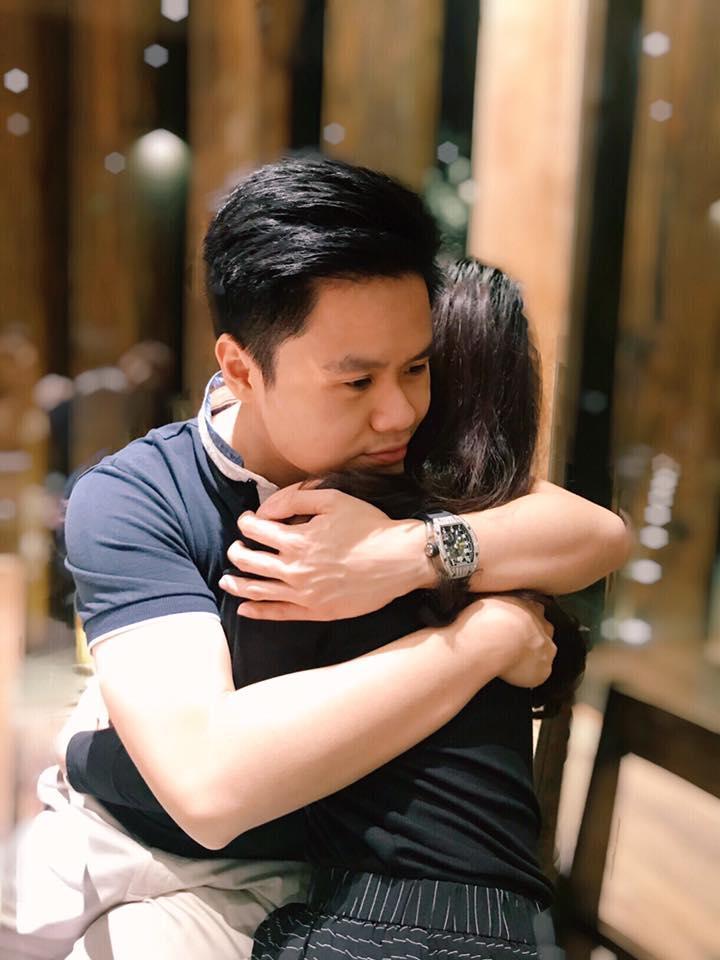 Chia sẻ cái ôm ngọt ngào với người con gái bí ẩn, rộ nghi vấn Phan Thành có tình mới?-1