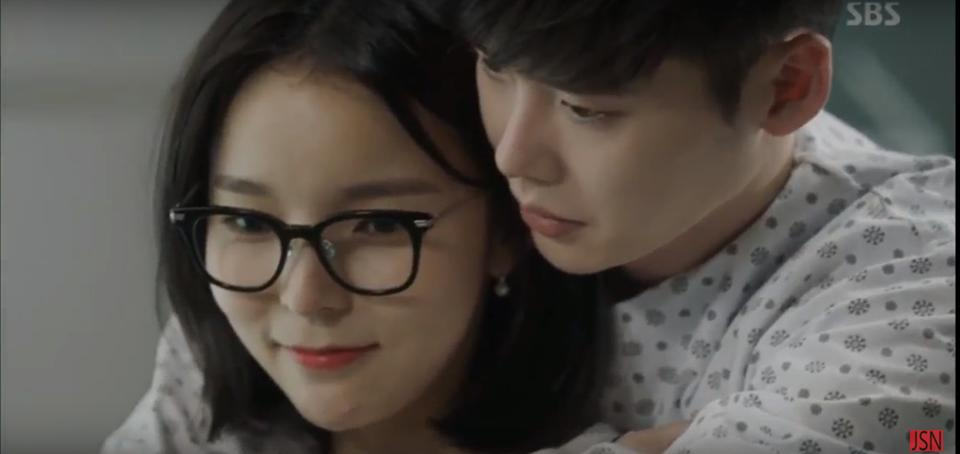 Cư dân mạng chế ảnh Lee Min Ho khóc nức nở khi thấy Suzy hôn Lee Jong Suk-6