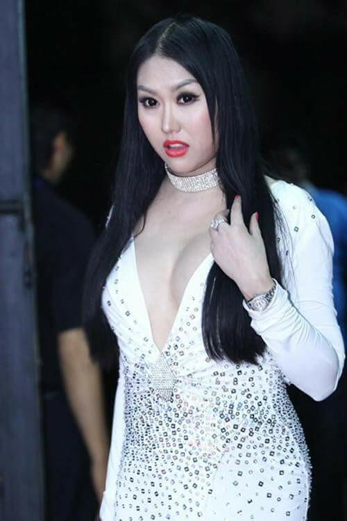 Hết hồn với muôn kiểu make up ngỡ như hóa trang Halloween của dàn mỹ nhân Việt-8