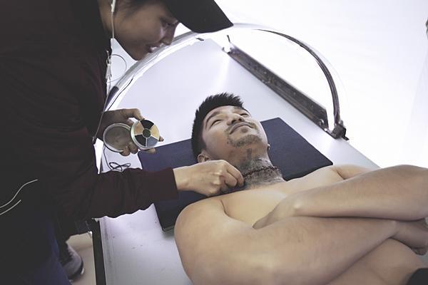 Hậu trường rùng rợn của ca ghép đầu đầu tiên trên màn ảnh Việt Nam-2