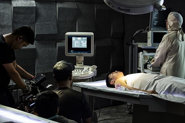 Hậu trường rùng rợn của ca ghép đầu đầu tiên trên màn ảnh Việt Nam-4