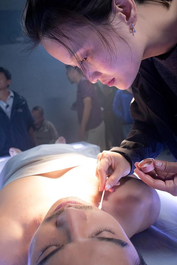 Hậu trường rùng rợn của ca ghép đầu đầu tiên trên màn ảnh Việt Nam-7