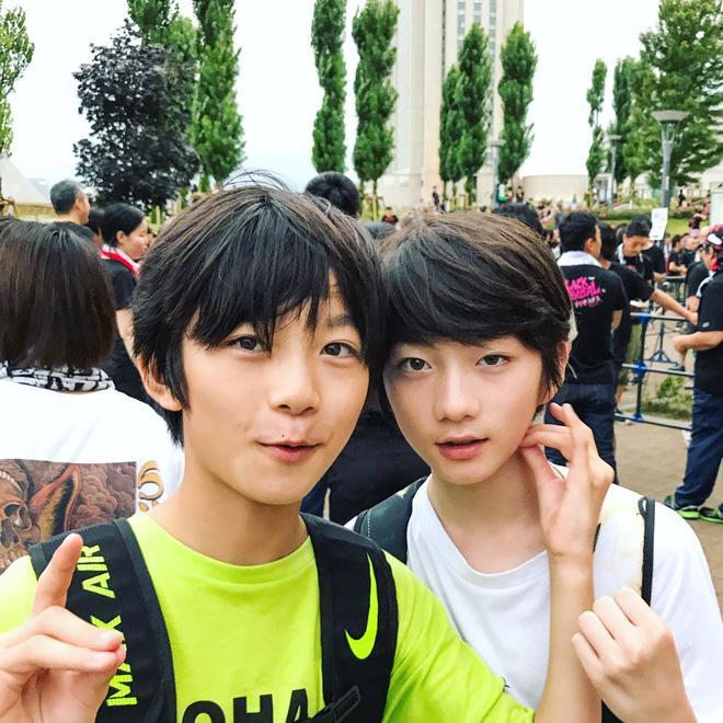 Cặp con lai người Nhật mới ít tuổi đã đẹp từ anh đến em, muốn không hot cũng khó-2