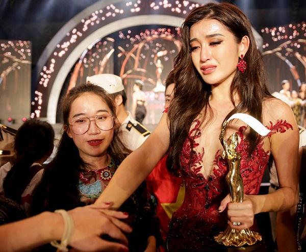 Trước cơn bão bị chê trách tại Miss Grand 2017, mẹ Huyền My bất ngờ lên tiếng bảo vệ con-2