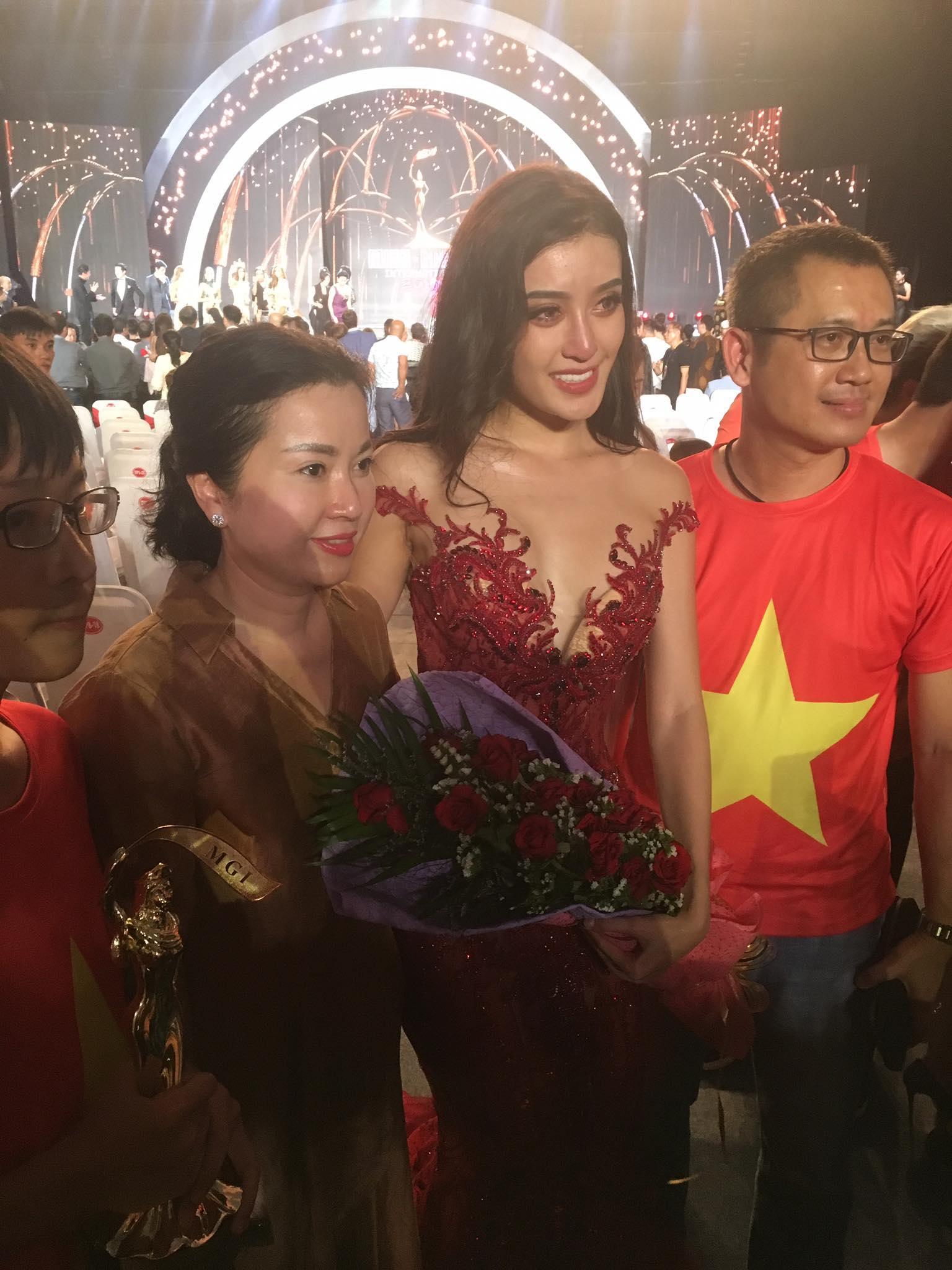 Trước cơn bão bị chê trách tại Miss Grand 2017, mẹ Huyền My bất ngờ lên tiếng bảo vệ con-3