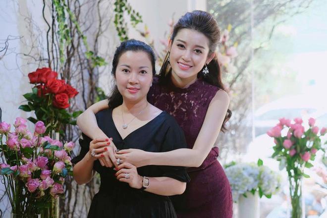 Trước cơn bão bị chê trách tại Miss Grand 2017, mẹ Huyền My bất ngờ lên tiếng bảo vệ con-5