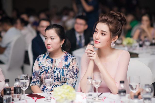 Trước cơn bão bị chê trách tại Miss Grand 2017, mẹ Huyền My bất ngờ lên tiếng bảo vệ con-6