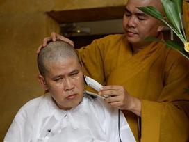 Diễn viên Phước Sang xuống tóc khi ba qua đời