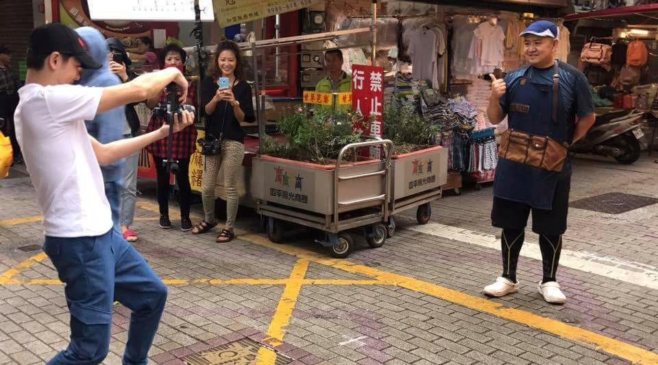 Dân Đài Loan xếp hàng mua bánh cuốn vỉa hè của anh trai Lâm Chí Dĩnh-2
