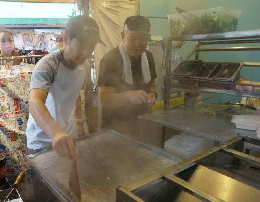 Dân Đài Loan xếp hàng mua bánh cuốn vỉa hè của anh trai Lâm Chí Dĩnh-7