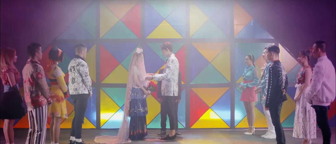 Vừa ra mắt, concept MV mới của Chi Pu lại bị soi hao hao sản phẩm âm nhạc của Park Bom 8 năm trước-2