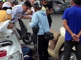 Nghi dàn cảnh cướp tài sản, người đàn ông bị đánh gục giữa phố