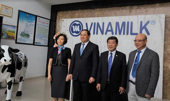 Phó Thủ tướng Lào thăm và làm việc với Vinamilk-1