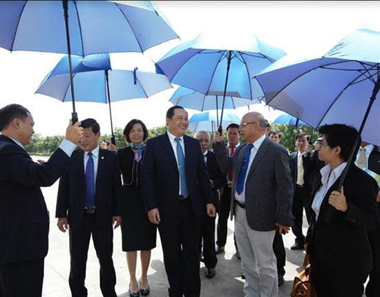 Phó Thủ tướng Lào thăm và làm việc với Vinamilk-4