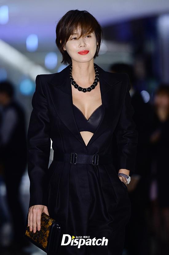 Sao Hàn 28/10: Mẹ Kim Tan U50 khoe ngực đầy, đọ sắc cùng Hoa hậu Hàn Quốc-1