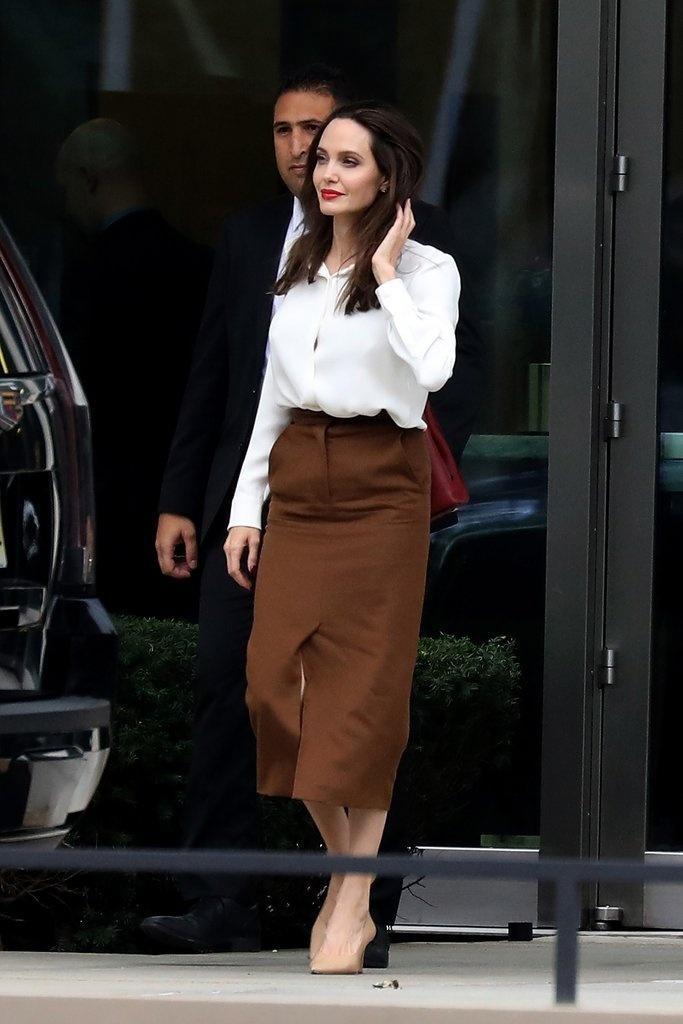 Muốn mặc đẹp như Angelina Jolie, hãy ghi nhớ những bí quyết sau-2