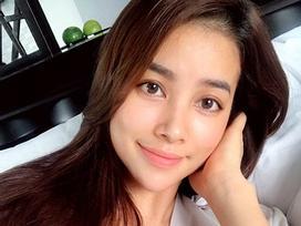 Tin sao Việt 28/10: Bất ngờ với gương mặt trút bỏ son phấn hoàn toàn của Phạm Hương