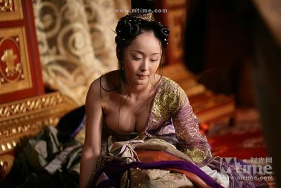Đốt mắt với tạo hình cổ trang khoe ngực quá đà của mỹ nhân Hoa Ngữ-11