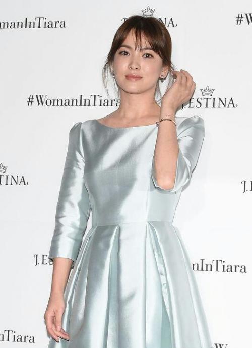 Với vóc dáng bé nhỏ, Song Hye Kyo sẽ chọn váy cưới kiểu nào để làm 'cô dâu thế kỉ'?-2