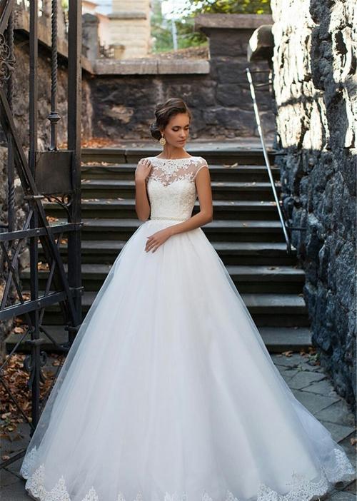 Với vóc dáng bé nhỏ, Song Hye Kyo sẽ chọn váy cưới kiểu nào để làm 'cô dâu thế kỉ'?-6