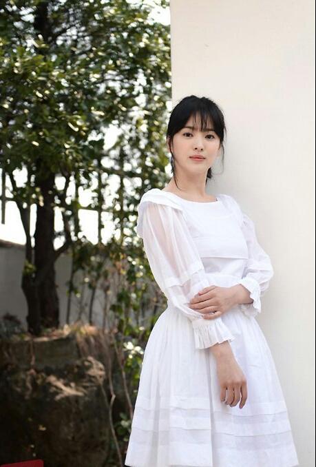 Với vóc dáng bé nhỏ, Song Hye Kyo sẽ chọn váy cưới kiểu nào để làm 'cô dâu thế kỉ'?-10