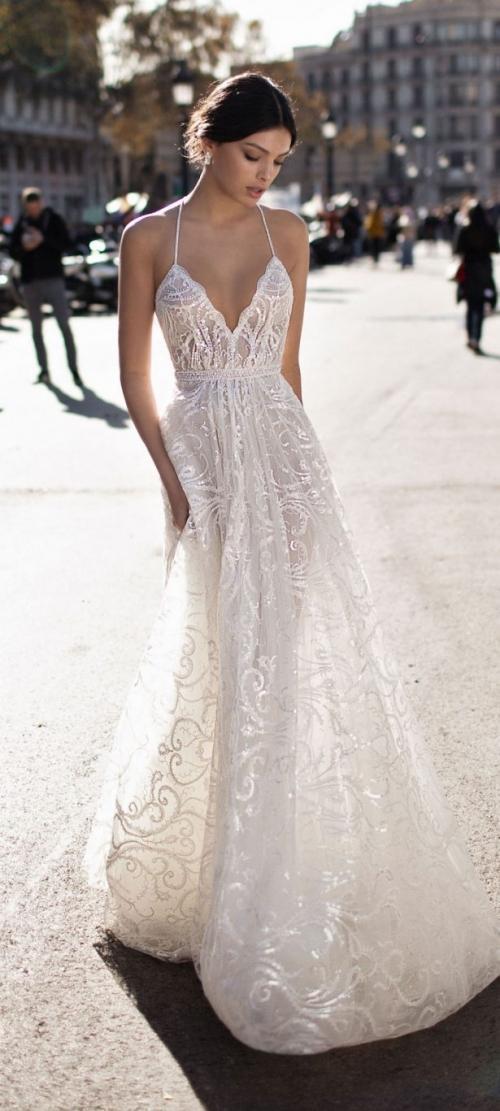 Với vóc dáng bé nhỏ, Song Hye Kyo sẽ chọn váy cưới kiểu nào để làm 'cô dâu thế kỉ'?-11