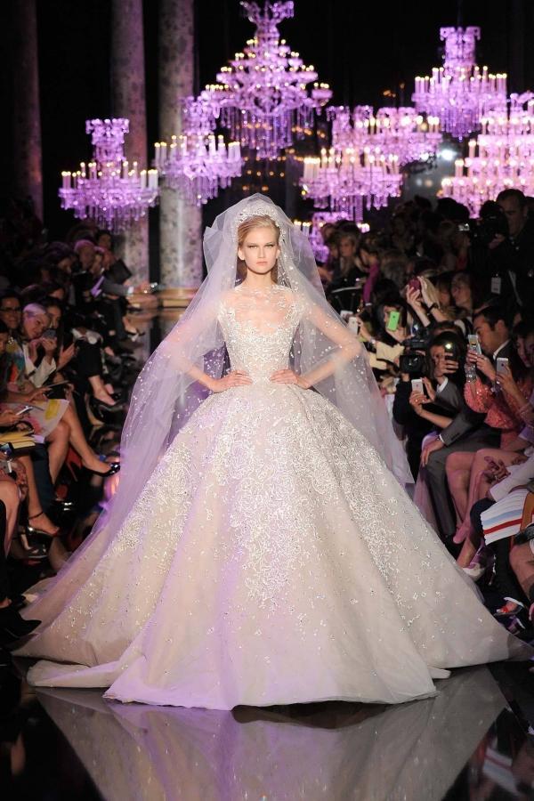 Với vóc dáng bé nhỏ, Song Hye Kyo sẽ chọn váy cưới kiểu nào để làm 'cô dâu thế kỉ'?-12