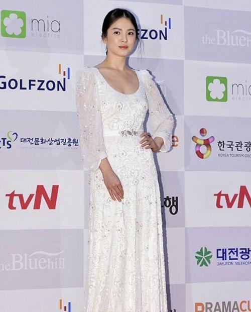 Với vóc dáng bé nhỏ, Song Hye Kyo sẽ chọn váy cưới kiểu nào để làm 'cô dâu thế kỉ'?-7