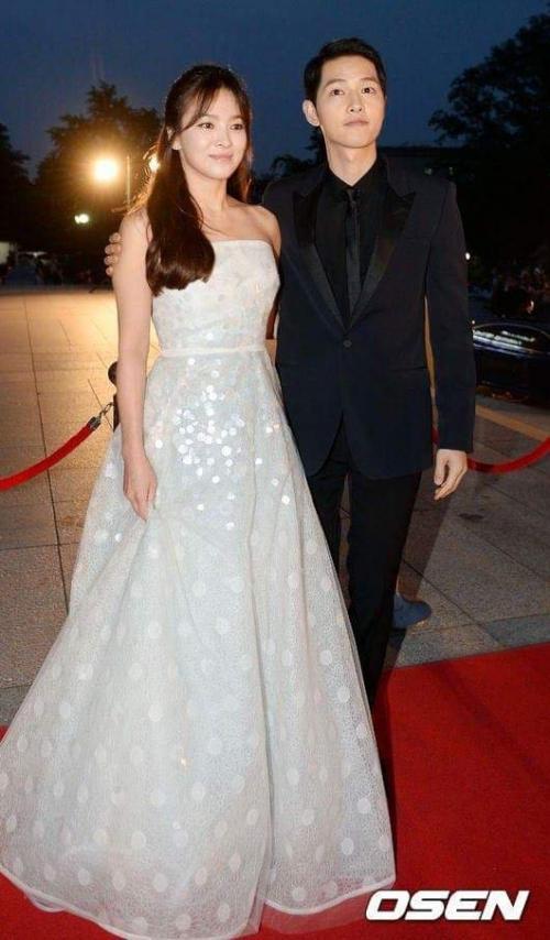 Với vóc dáng bé nhỏ, Song Hye Kyo sẽ chọn váy cưới kiểu nào để làm 'cô dâu thế kỉ'?-9