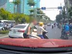 Clip: Nhập vai du khách nước ngoài đi mua bánh rán trên phố cổ Hà Nội, tìm hiểu thực hư luật bán hàng cho Tây-4