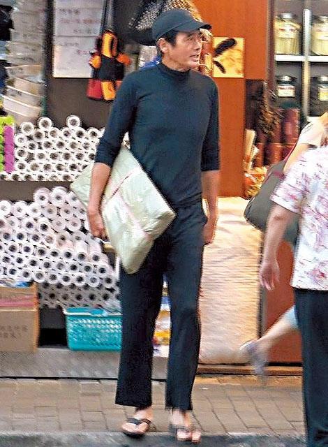 Châu Nhuận Phát: Tuổi già gầy yếu, tuềnh toàng không còn ai nhận ra-1