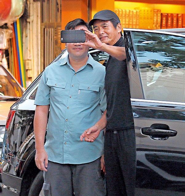 Châu Nhuận Phát: Tuổi già gầy yếu, tuềnh toàng không còn ai nhận ra-3