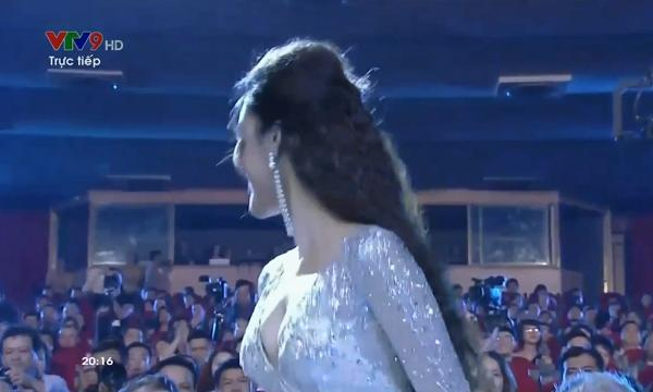 Lan Khuê ngã dúi dụi vì lọt ghế tại chung kết Hoa hậu Đại dương 2017-3