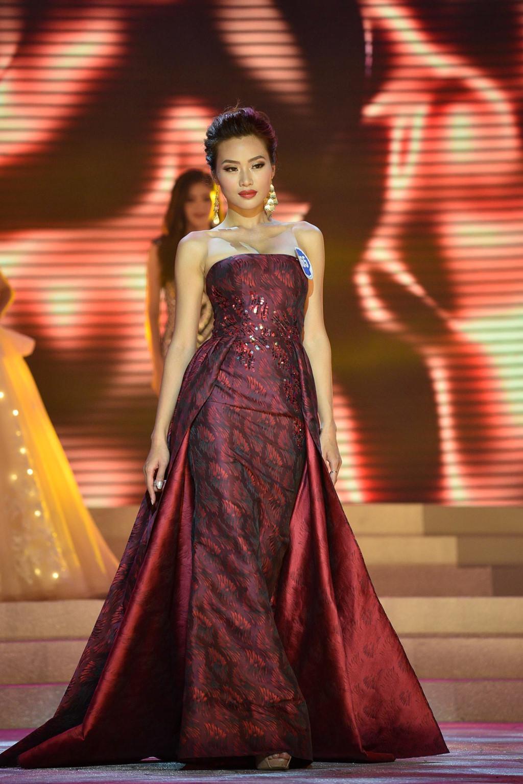 Thí sinh Hoa hậu Đại dương đụng hàng Huyền My trong đêm chung kết-8