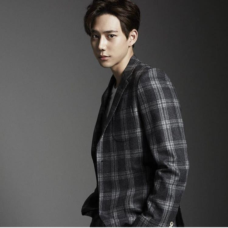 Khám phá gu thời trang của mỹ nam gây sốt trong MV Cho ta gần hơn của Chi Pu-9