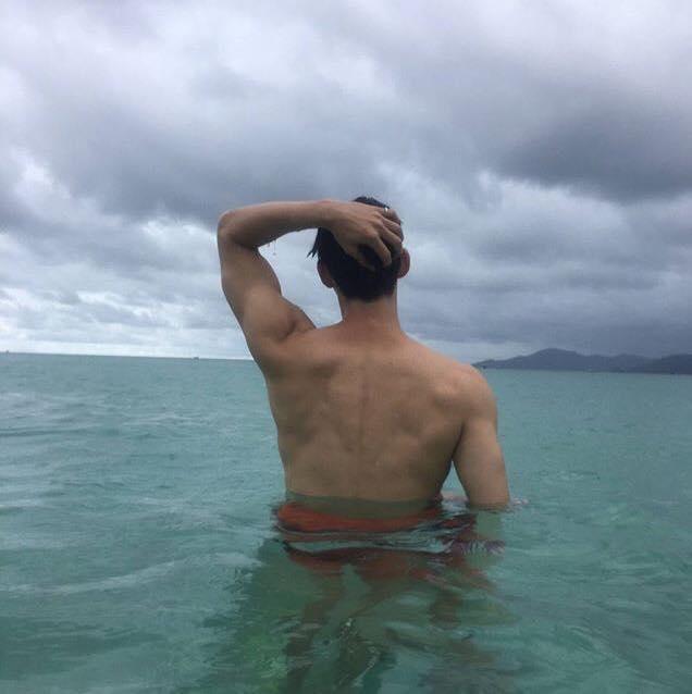 Khám phá gu thời trang của mỹ nam gây sốt trong MV Cho ta gần hơn của Chi Pu-11
