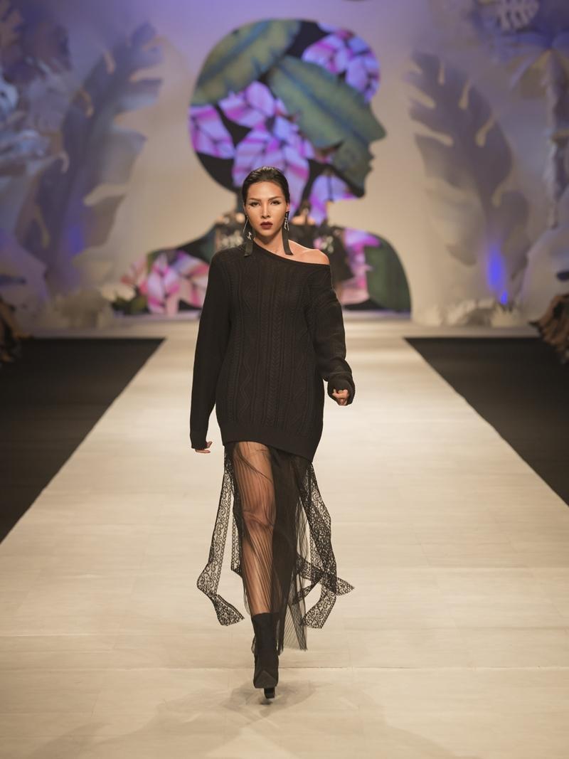 Đeo đồng hồ tiền tỷ, mặc váy xuyên thấu khiến Thanh Hằng gợi cảm hết mức-10
