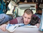 Chàng trai bỏ việc, bán hết của cải, nhà cửa để đi 'phượt' với mèo