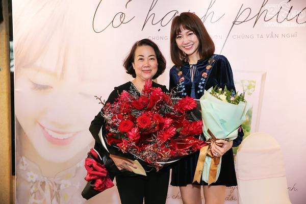 Clip mẹ Trấn Thành chia sẻ niềm tự hào khi có con dâu là Hari Won-2