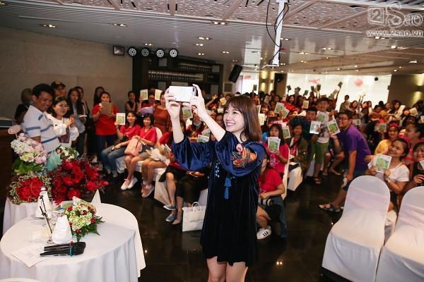 Clip mẹ Trấn Thành chia sẻ niềm tự hào khi có con dâu là Hari Won-8