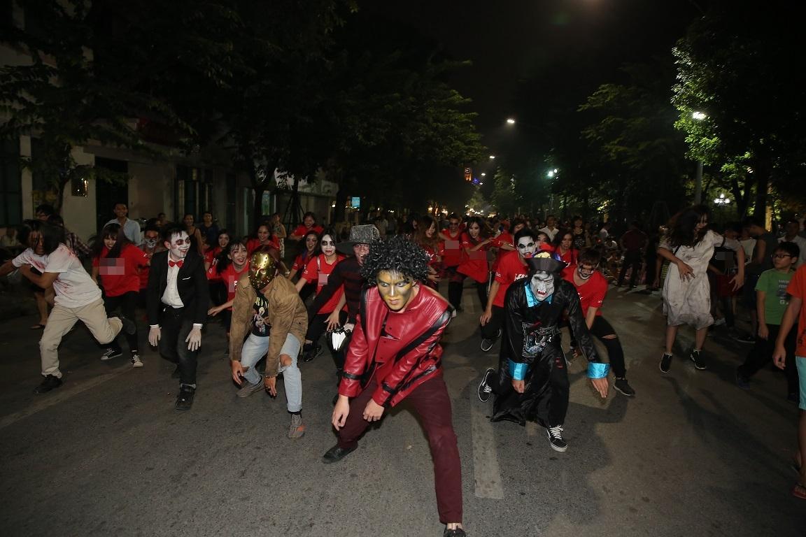 Đã mắt với màn nhảy flashmob theo phong cách thây ma trên phố đi bộ Hà Nội-7