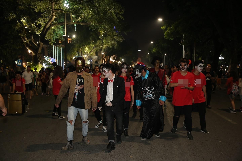 Đã mắt với màn nhảy flashmob theo phong cách thây ma trên phố đi bộ Hà Nội-5