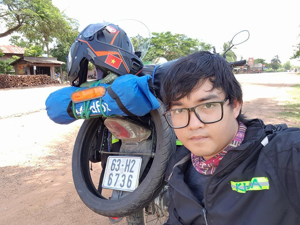 Chàng trai Tiền Giang đi xe máy từ Việt Nam đến Pháp-3