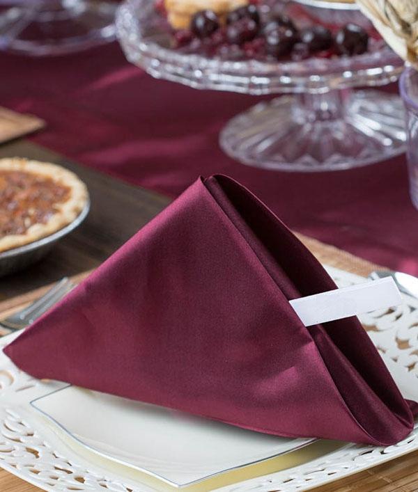 3 cách gấp khăn ăn trang trí bàn ăn đẹp tinh tế-9