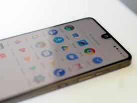 Smartphone của cha đẻ Android lại giảm giá 50% sau mở bán vì tin đồn ế ẩm