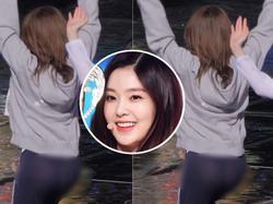 Mặc quần mỏng xuyên thấu, Irene (Red Velvet) lộ phần nhạy cảm trong lúc diễn tập