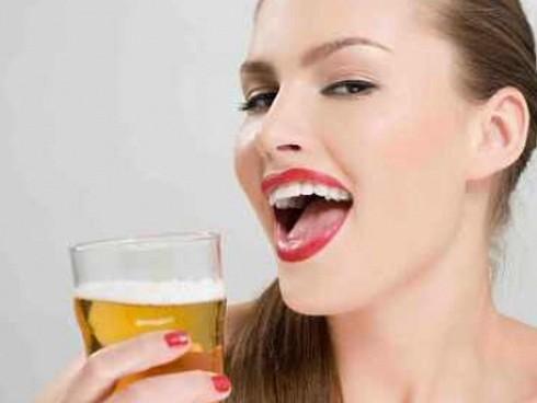 Công thức làm đẹp da từ bia mà không cần thoa kem-1