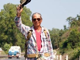 Phát 'sốt' với hành trình 76 ngày đi bộ xuyên Việt của ông cụ 65 tuổi